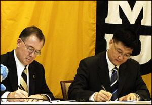 Brady Deaton and Weijia Sun Sign the Memorandum of Understanding