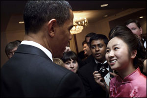 Hui Wang talks with President Obama at the VIP reception.